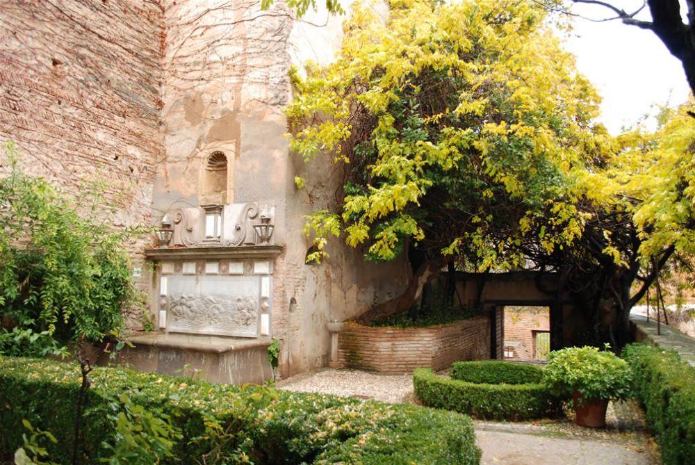 Sab as que el jard n de los adarves de la alhambra fue for Jardin de la reina granada