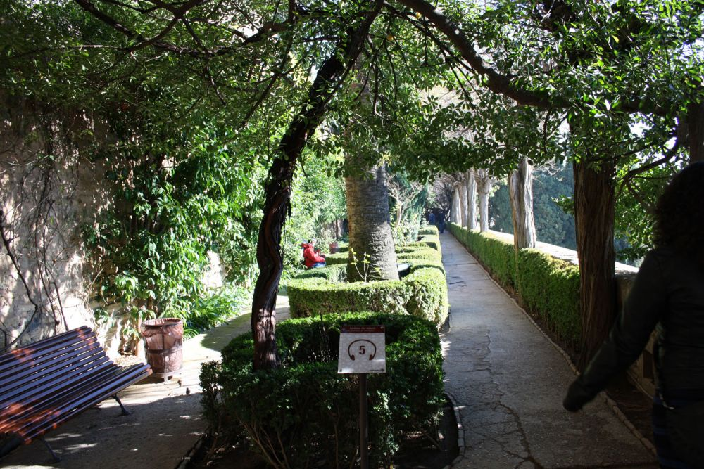 Sab as que el jard n de los adarves de la alhambra fue for Jardines de gomerez granada